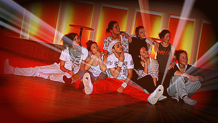 Dance Soldiers posar